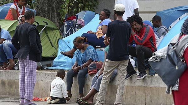 Scores injured as 100 of African migrants flush into Spain.