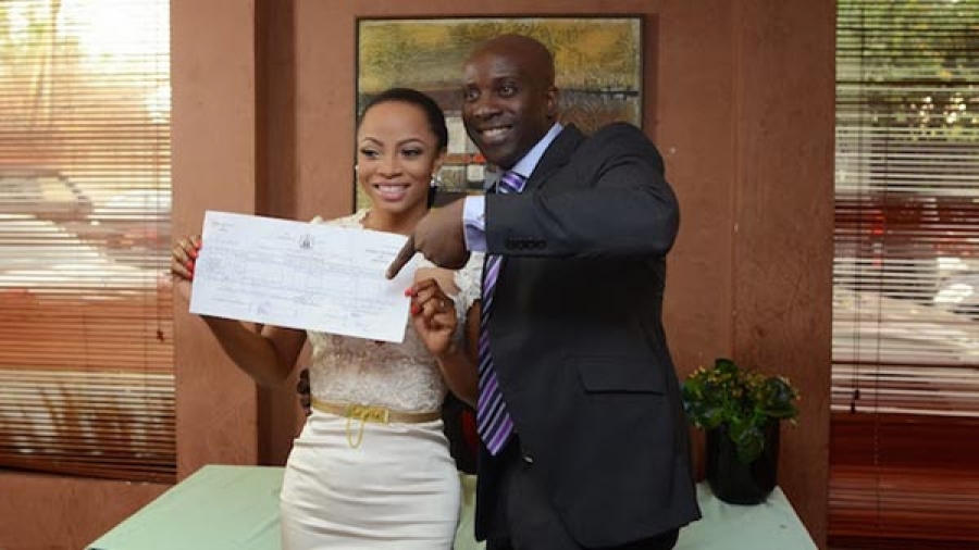 Toke Makinwa's Husband Publicly Apologizes After Cheating On Her.