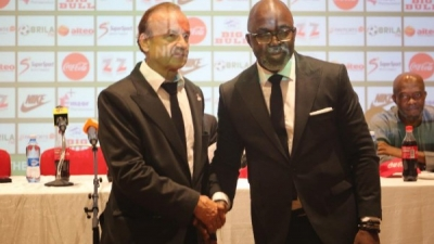 Gernot Rohr signs contract extension with the NFF
