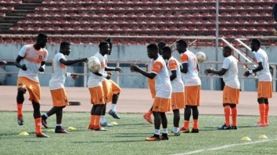 Akwa Starlets players in warm up session